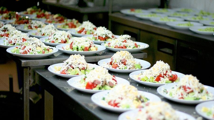 Кухнята на ресторант Фантазия Овча Купел - подготовка за сватба
