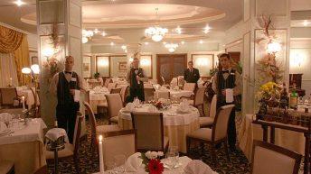 Интериорът на The Restaurant