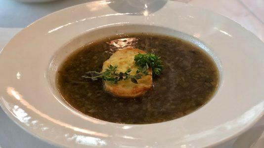 Класическа френска лучена супа