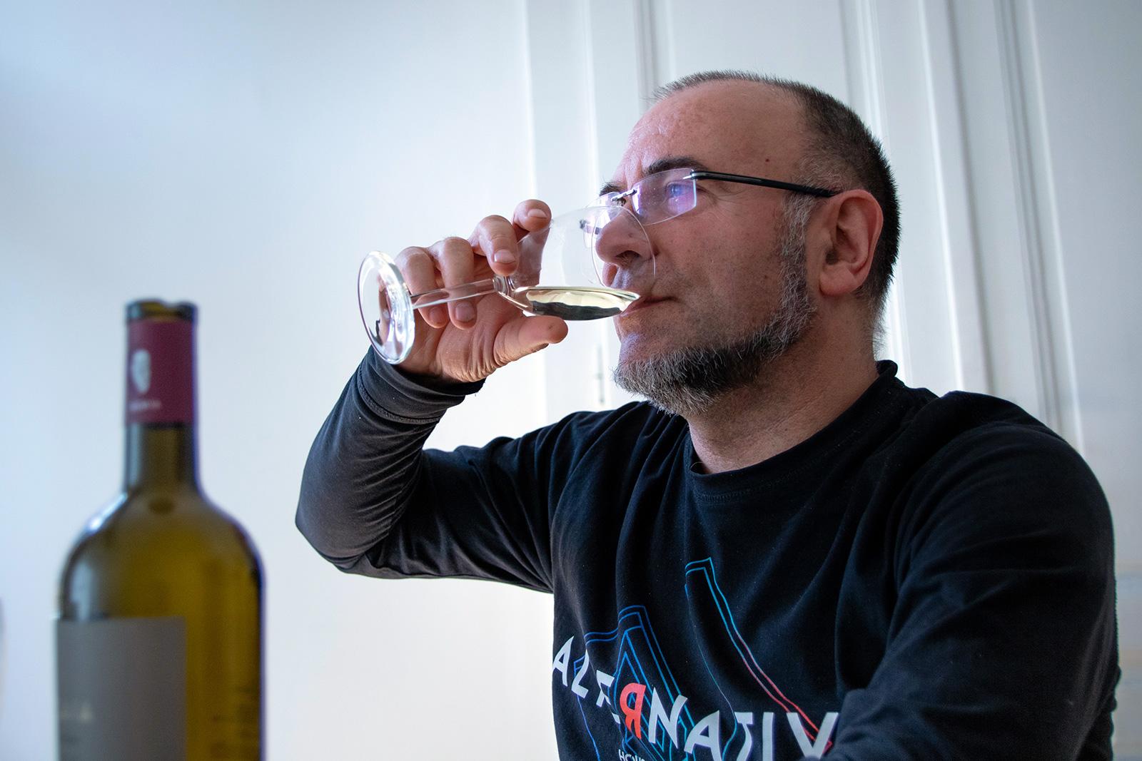 Хубаво вино и Ники Коев